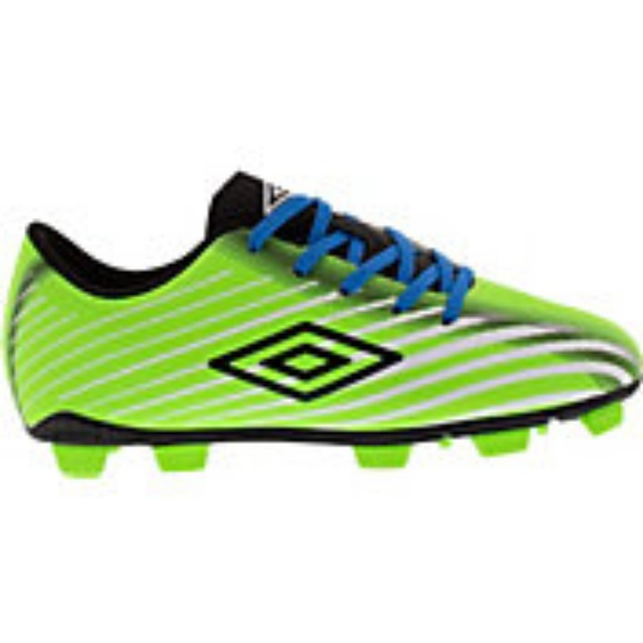 umbro soccer shoes price